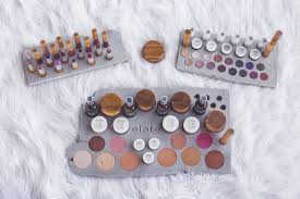 what s in your makeup bag let s face it get it make up is a very personal thing that s why many of us have been carrying around the same makeup for