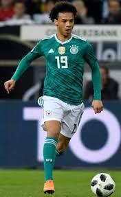Bayern münchens königstransfer leroy sané macht seine ersten schritte auf dem trainingsplatz an der säbener straße. Fussball Sane Wartet Auf Durchbruch In Dfb Elf