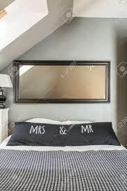 Neues Schlafzimmer Im Dachgeschoss Mit Spiegel Großem Bett