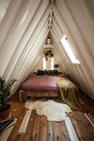 tiny bedroom ideas for small space