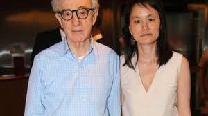 Woody Allen : avec sa femme de 35 ans de moins que lui, il se dit « paternel » - Voici