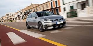 Volkswagen Golf GTD Review | carwow