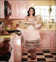 Risultati immagini per casalinga