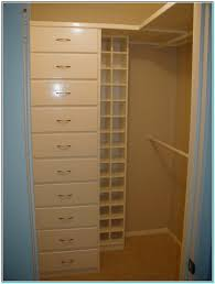 Closet Layouts For A Walk In Closet Torahenfamiliacom The