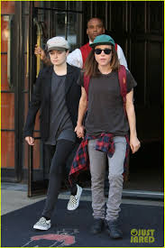 She also created the choreography for bieber's purpose world tour. Ellen Page Girlfriend Emma Portner Hold Hands In Nyc 03 Ellen Page Girlfriend Ellen Page Tomboy Fashion