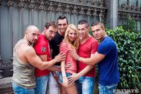 Photos de dot porno XXX Spanish Gangbang