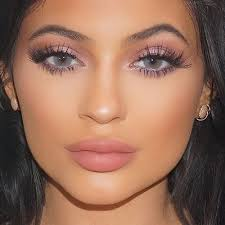 loving how the pink hues in this makeup look pliment kylie jenner s skin tone