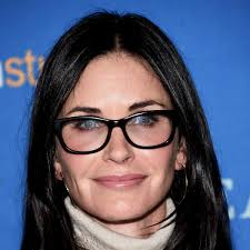She studied architecture at mount vernon college, but dropped out to pursue a modelling in new york city. Courteney Cox Age Friends Family Biography