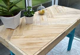 DIY Pallet Table: instructions on how to inexpensively build this modern  table using scrap wood