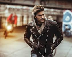 Mariano Di Vaio - Thursday night, me you and my leather...   Facebook