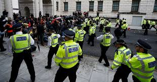 london police to recruit 40 of