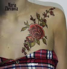 фото татуировки пион в стиле нео традишнл татуировки на ключице