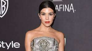 kourtney kardashian is usually seen with a full face of makeup we all know our kardashian s love their contouring however sometimes we get a glimpse