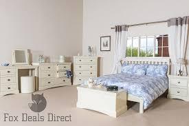 ... Quebec Bedroom 2 ...