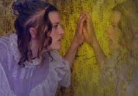 Lovely Plot Summary Of The Yellow Wallpaper The Yellow Wallpaper