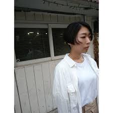 ハンサムショート刈り上げ女子 ぶらうんブラウンのヘアスタイル