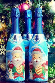 Eine Flasche Champagner Und Weihnachten Dekorationen
