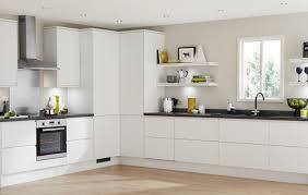 Clerkenwell Matt White Contemporary Kitchen From Howdens Joinery - White contemporary kitchen