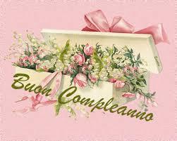 Regalare un mazzo di fiori a qualcuno è uno dei gesti più calorosi e apprezzabili che possano esserci. Gifs Buon Compleanno Fiori Per La Ragazza Immagini Animate