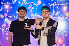 In that context, i found the following algorithm works beautifully: Singer Mark Forster Madame Tussauds Berlin