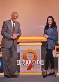Raimondo Vianello and Luana Colussi in Il gioco dei 9 (1988)