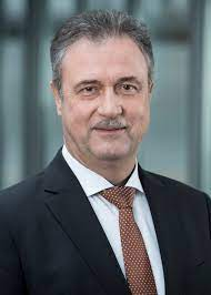 Jun 24, 2021 · claus weselsky: Claus Weselsky Dbb Beamtenbund Und Tarifunion