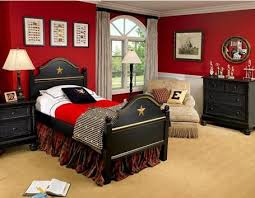 Red and black boys room - I could manage this, now to see if I can convince  Liam to just go with Black accessories in the room.
