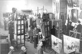 Академия художеств и ее обитатели Часть babs Партизанский отряд в Круглом дворе Академии художеств 15 сентября 1941 г костяк партизанского отряда составляли студенты добровольцы Академии художеств и