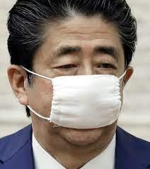 安倍 総理 マスク 小さい