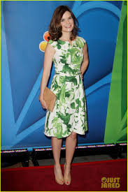 Betsy Brandt who plays Marie Schrader on Breaking Bad. LOVE THIS GREEN! |  Print dress, Rachael taylor, Fashion