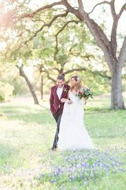 a modern luxury spanish villa wedding inspiration shoot at garden grove wedding venue in buda austin texas by allison jeffers wedding photography 0061