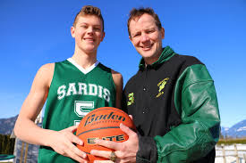 The DeVries family: A basketball story of father and son – Varsity ...