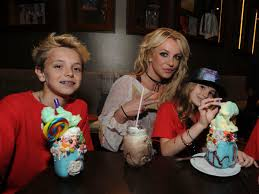 Документальный фильм о бритни спирс framing britney spears (the new york times 2021). Britney Spears Self Isolates To See Her Boys After Louisiana Trip New York Daily News