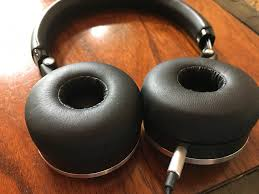 akg noise cancelling headphones. the akg n60\u0027s ear cup pads are made of memory foam. akg noise cancelling headphones