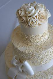 Best 25 Cream Wedding Cakes Ideas On Pinterest Traditional