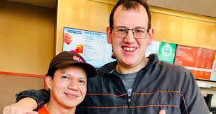 Dunkin Donuts Employee Dances With Autistic Customer People Com