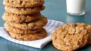 Mezcle la mantequilla, el azúcar blanco y azúcar moreno. Extraordinary Chocolate Chip Cookie Recipe Pbs Food