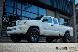 Toyota Tacoma with 18in Grid Offroad GD5 Wheels exclusively from ...