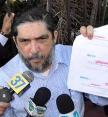 Un tribunal de Santiago, norte dominicano, aplazó hoy para el 1 de abril próximo el juicio que se le sigue al comunicador Marcos Martínez, demandado por ... - marcos%2520martinez1_2