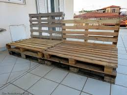 quickly make a super easy pallet couch
