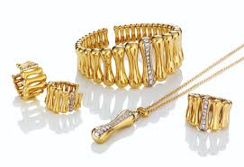 italian jewellery brands are eing a period of growth and rising pority in the uk market thanks in part to positive developments at chimento