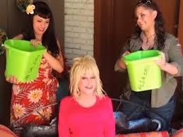 dolly parton sacrifices false hair eyelashes and nails for ice bucket challenge