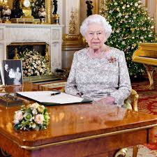 In it the expert was quoted saying, one thing is certain: Queen Elizabeth Festively Decorates Windsor Castle For Christmas