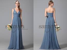 Schlichtes Abendkleid mit V-Ausschnitt | Samyra Fashion ...