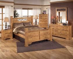 Pine Living Room Furniture Sets 4 Piece Poster Bedroom Set In Pine Grain