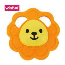 Đồ chơi trẻ em cầm tay hình sư tử màu cam Winfun 0164 - Đồ chơi gặm nướu cho  bé