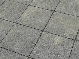 A tinta epoxi para piso antiderrapante é aplicada na forma de resina epóxi que assegura, nos momentos em que o piso estiver molhado ou oleoso. Tipos De Pisos Externos Antiderrapantes Playgrama