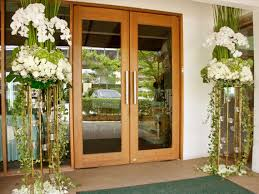 flower stands for weddings. beside the door of destiny love, enhanced with pure white flower stands. stands for weddings n