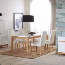 Aménagement salle à manger, tables, chaises, buffet, argentier