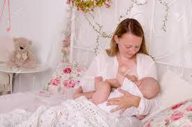 Stillendes Baby Junge Mutter Die Ihr Neugeborenes Kind Hält